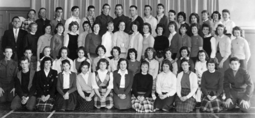 (Click to magnify) ... we now have a few names ... they are ... Doug St.John, front, right end; Larry Barton, second row
