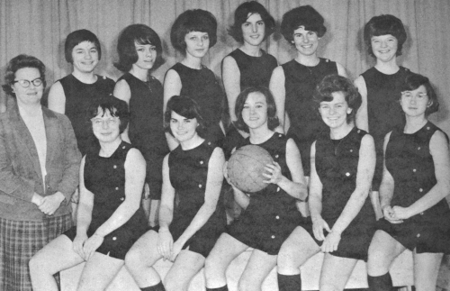 (Click to magnify) FRONT ROW: Barb Plewes, M.  Hope, Beth Forsyth (captain), Heather MacKellar, R. Oxenham; BACK ROW: Mr