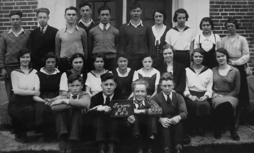 Original photo courtesy of Uxbridge Museum (Click to magnify - multiple levels of magnification) FRONT ROW: Ken Liss, Ro