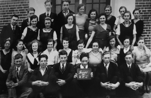 Original photo courtesy of Uxbridge Museum. (Click to magnify - multiple levels of magnification) FRONT ROW: Dean Wagg,